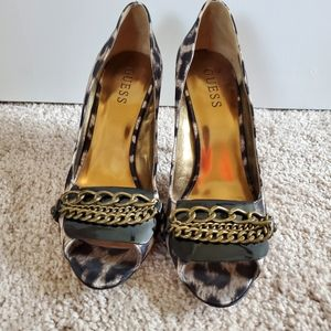 👠Guess Leopard Print Chained Heels